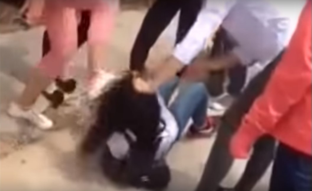 Nữ sinh Thái Bình bị đánh hội đồng dã man trên đường đi học về