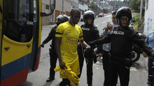 Dùng 'khổ nhục kế', Valencia vẫn bị cảnh sát bắt sống