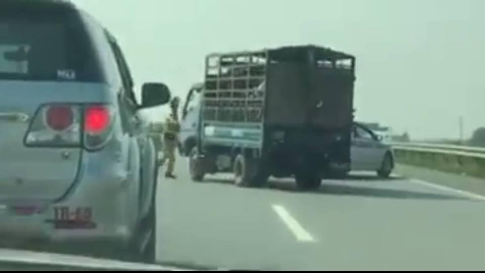 Nín thở rượt xe chở lợn trên cao tốc Hà Nội - Lào Cai