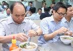 Thủ tướng làm thực khách tại quán ăn đường phố TP.HCM