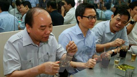 'Thủ tướng ăn phở, khen cà phê 8.000 đồng...'