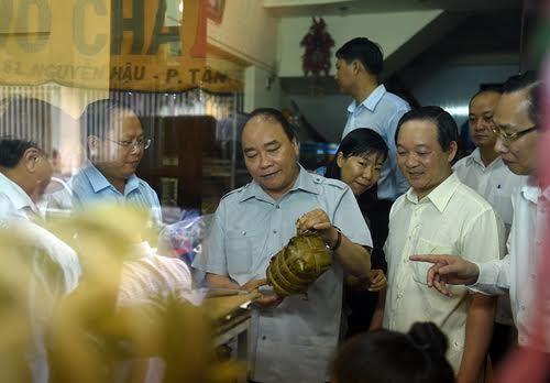 Thủ tướng Nguyễn Xuân Phúc, an toàn thực phẩm, Thủ tướng ăn phở, Thủ tướng uống cà phê đá