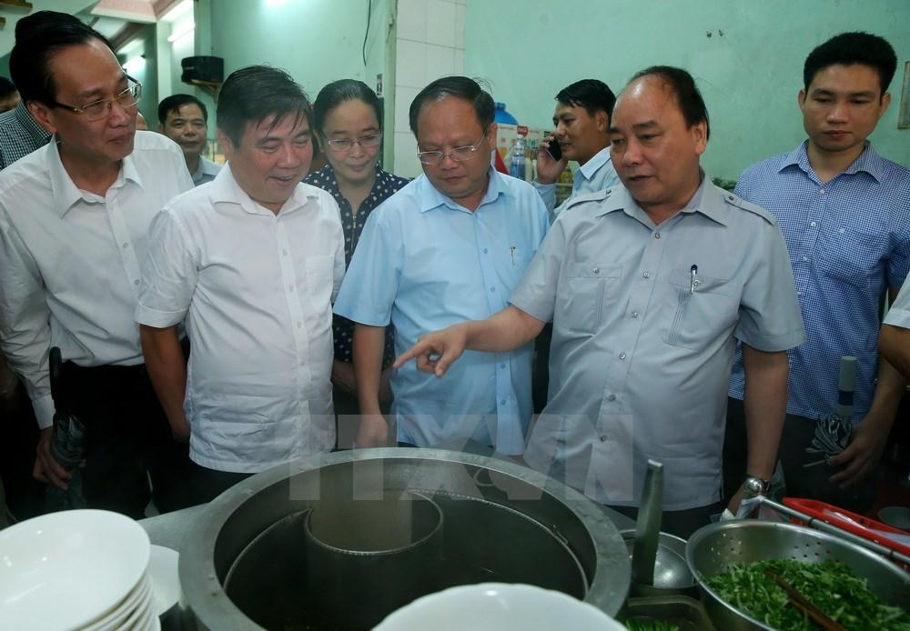 Thủ tướng, Nguyễn Xuân Phúc, Thủ tướng ăn phở, Thủ tướng uống cà phê, Huệ Anh
