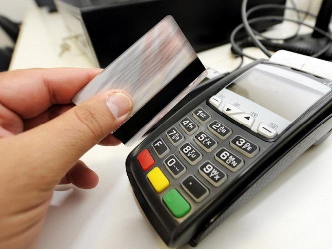 quẹt thẻ, thẻ tín dụng, nhà hàng, Thái Văn Lung, tố cáo, ngân hàng