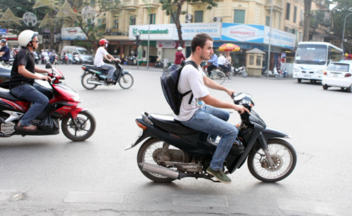Chuyện chàng Tây: 'Người Việt bảo tôi cứ… vượt đèn đỏ'