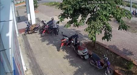 Trộm dùng vật lạ bẻ khóa xe máy trong 3 giây