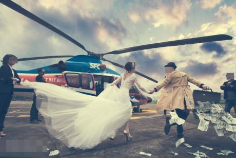 Choáng đám cưới xa xỉ, cô dâu chú rể rải tiền khoe của