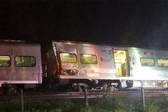 Tàu trật đường ray, hàng chục người bị thương