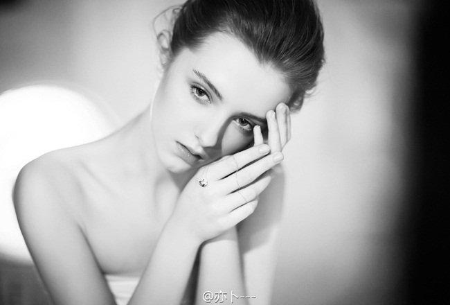 Hot girl 17 tuổi có gương mặt đẹp như nữ thần Hy Lạp