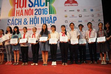 2 học sinh nhận giải Đại sứ văn hoá đọc Thủ đô