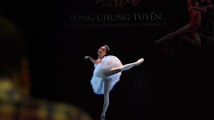 Ngỡ ngàng với cô bé học ballet từ lúc 3 tuổi
