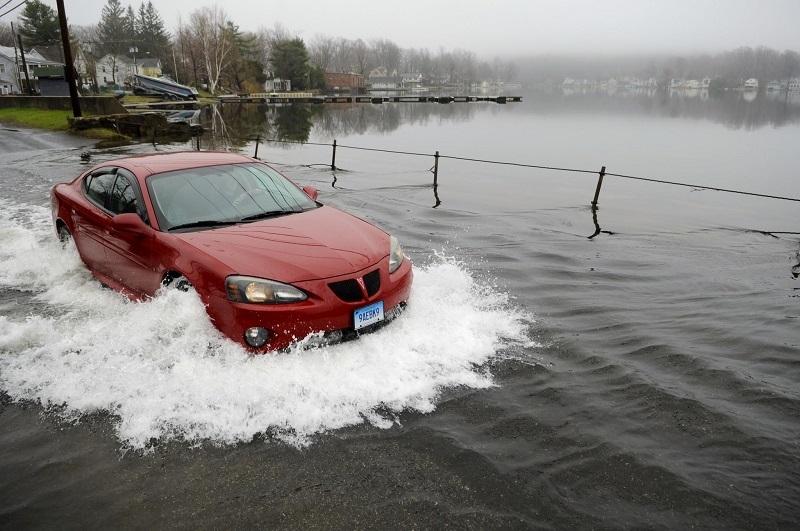 Xe ngập nước, khởi động, thủy kích, ô tô, xe máy, chết máy, động cơ, lái xe, tài xế