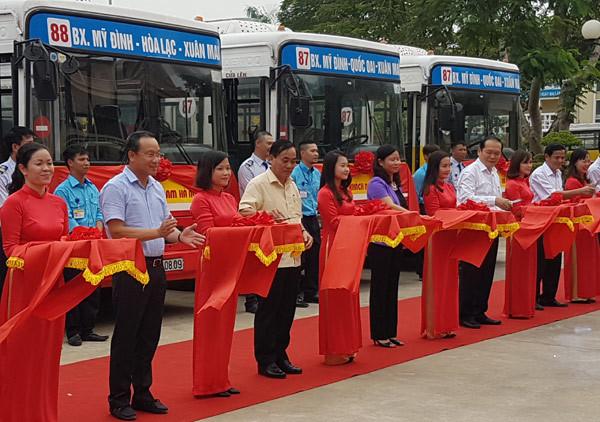 Hà Nội thêm 2 tuyến buýt ra ngoại thành