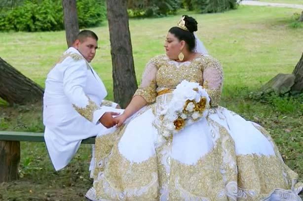 Váy cưới dát vàng, đính đá quý 4,8 tỷ