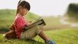 Lần đầu tiên bố mẹ có trợ lý giúp con đọc sách