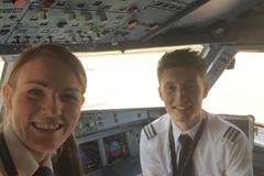 Phi hành đoàn trẻ nhất thế giới: Cơ trưởng 26 tuổi, cơ phó 19 tuổi