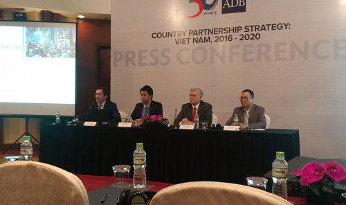 dự báo tăng trưởng, tăng trưởng kinh tế, nguy cơ tụt hậu, nợ công, thách thức kinh tế, rủi ro kinh tế, nguy cơ kinh tế, triển vọng kinh tế, ADB