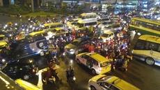 Giao thông Sài Gòn rối loạn nhiều giờ trong cơn mưa chiều