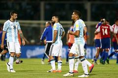 """Vắng Messi, Argentina """"phơi áo"""" ngay trên sân nhà"""