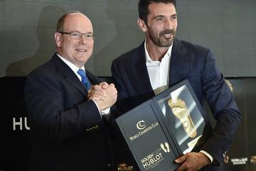 Vượt qua Messi và Ronaldo, Buffon giành Bàn chân Vàng