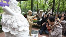 Hình ảnh người Hàn Quốc thành thật xin lỗi Việt Nam