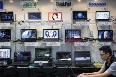 Thị trường máy tính toàn cầu tụt dốc không phanh
