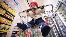 Xe đẩy trong siêu thị: Mối nguy hiểm tiềm ẩn với trẻ nhỏ
