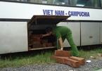 Đắk Nông: Bắt xe khách chở gỗ lậu xuyên tỉnh