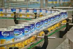 Sữa thay thế sữa mẹ = sữa bò + hoá chất: Gây hoang mang, bị phản bác