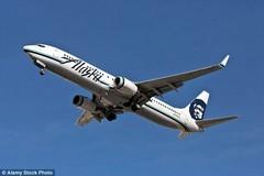 Hành khách buộc phải rời khỏi máy bay vì ghẹo tiếp viên