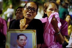Nước mắt tang thương trên khắp Thái Lan