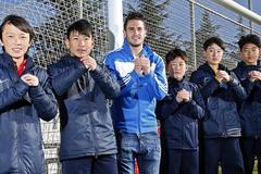 """Trung Quốc: Chờ vinh quang từ """"du học bóng đá"""""""