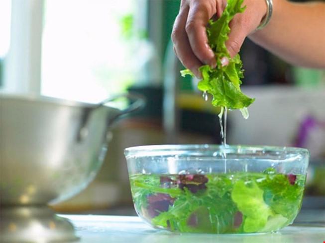 Mẹo hay giúp loại bỏ chất gây ung thư khỏi rau, thịt