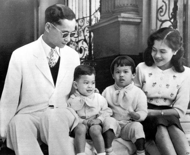 Cuộc đời Quốc vương Thái Lan qua ảnh
