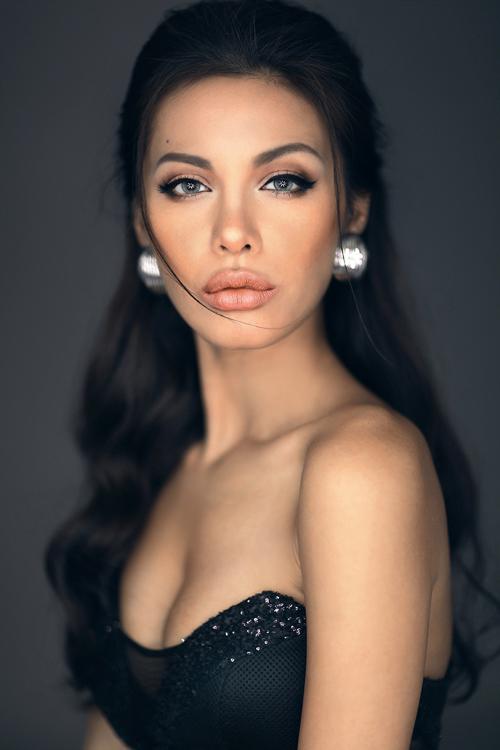 Vẻ đẹp hút hồn của Angelina Jolie phiên bản Việt