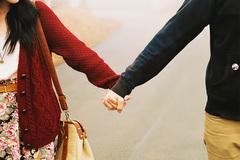 Sốc khi thấy người yêu tay trong tay với bạn thân