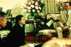 Giây phút chứng tỏ uy quyền của Quốc vương Thái Lan
