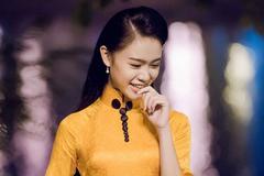 Người đẹp Ngọc Vân khoe sắc với áo dài lạ mắt