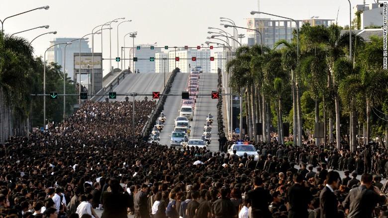 Thái Lan, Quốc Vương, Vua, tang lễ, tiễn biệt, xếp hàng, đau buồn