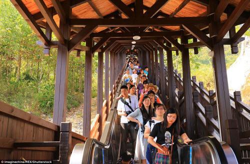 Trung Quốc mở cửa thang máy ngắm cảnh dài nhất thế giới - ảnh 2