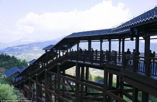 Trung Quốc mở cửa thang máy ngắm cảnh dài nhất thế giới - ảnh 3