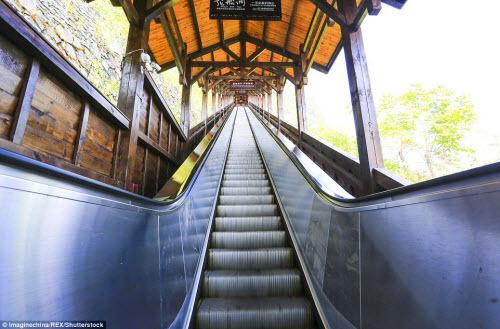 Trung Quốc mở cửa thang máy ngắm cảnh dài nhất thế giới - ảnh 5