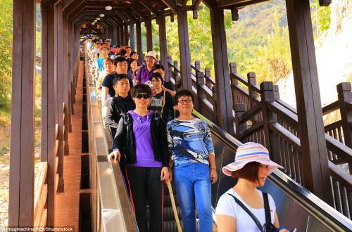 Trung Quốc mở cửa thang máy ngắm cảnh dài nhất thế giới - ảnh 9