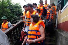 Cả trăm khách nước ngoài mắc kẹt tàu ở Quảng Bình
