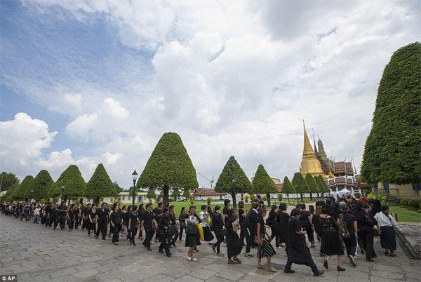 Thái Lan, Quốc vương, băng hà, cháy hàng, tang lễ, quần áo tang,
