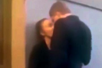 10 clip nóng: Cặp đôi hôn nhau say đắm và tai hoạ bất ngờ