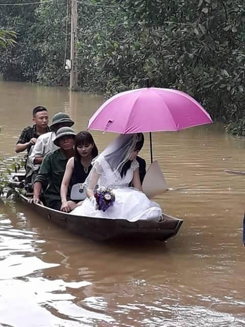 Mưa miền trung,mưa lũ miền Trung, tin bão, tin bão mới nhất, rước dâu trong lũ