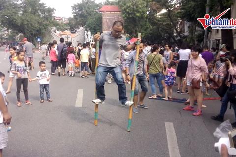 Trò chơi dân gian - bản sắc Việt trên phố đi bộ - ảnh 1