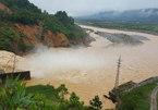 Hậu họa thủy điện: Hạn chặn nước, lũ thả 'bom'