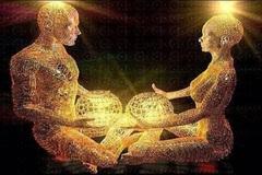 """Con người có thể """"hút"""" năng lượng của nhau?"""